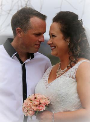 Dan and Rochelle Mason Photographer: Sharon Hawker