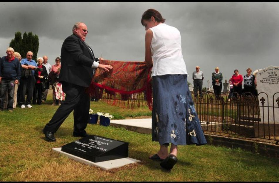 Winton Community Board chairman John McHugh and Paula Wells unveil the headstone.