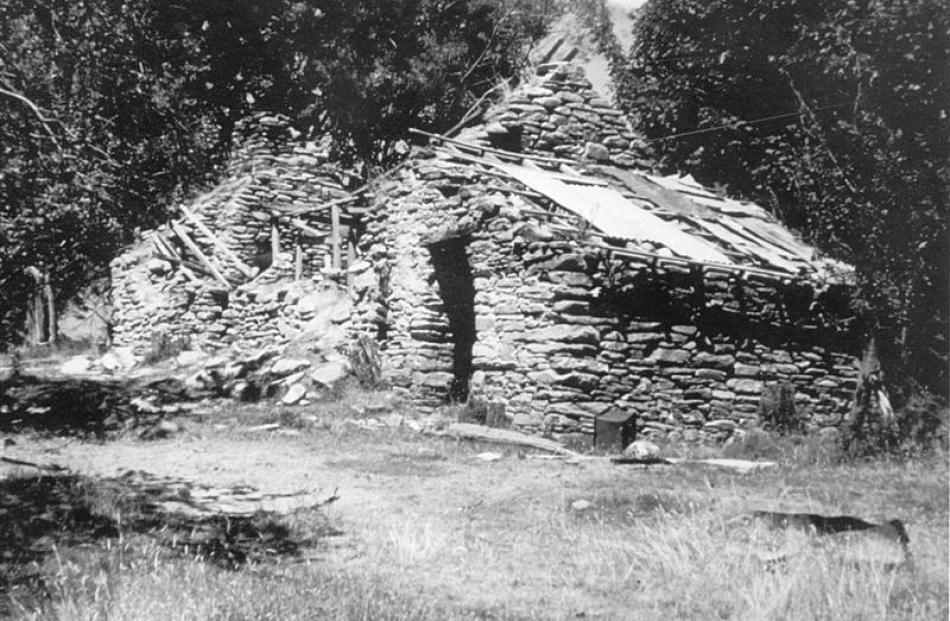 A Macetown cottage before restoration.