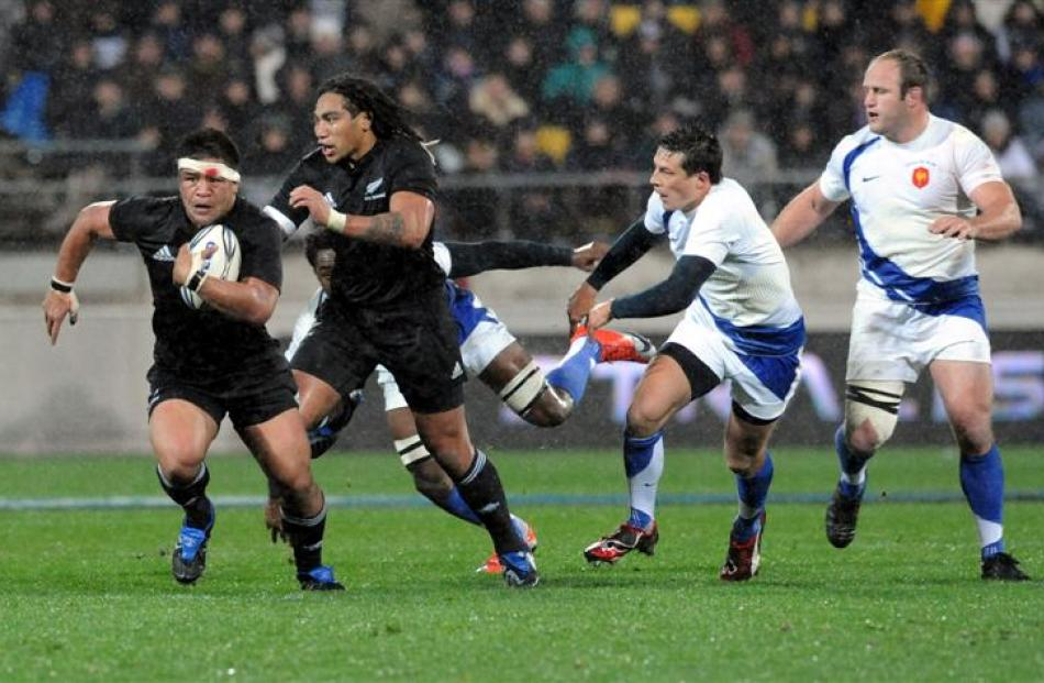 Keven Mealamu makes the break that led to the opening try. Credit:NZPA / Ross Setford.