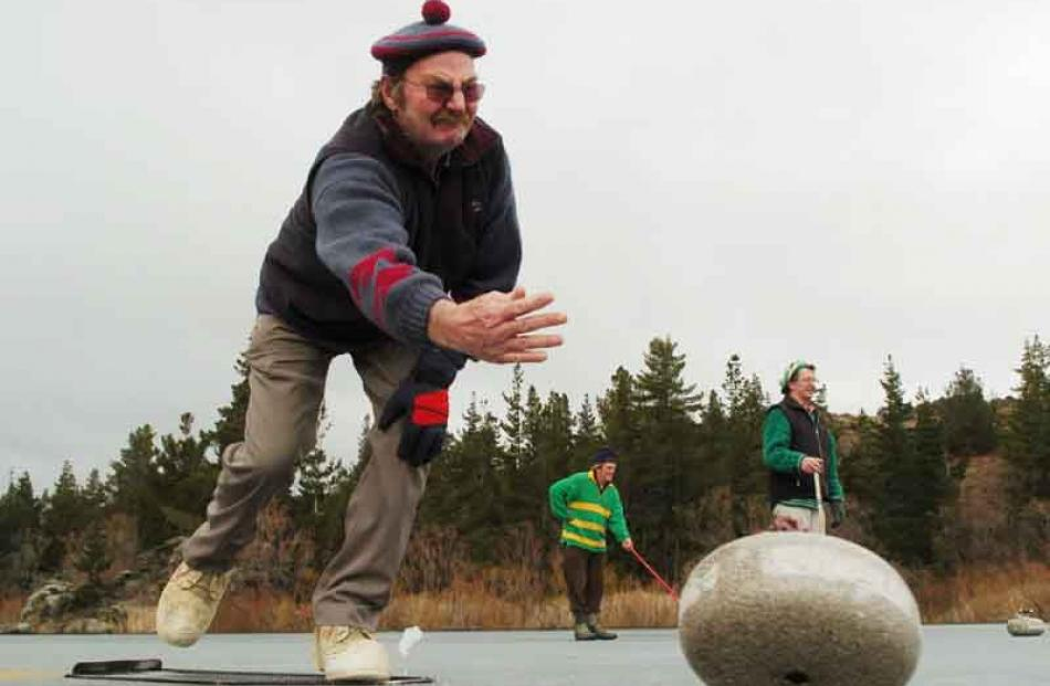 Ian Clouston (Chatto Creek) delivers his stone.