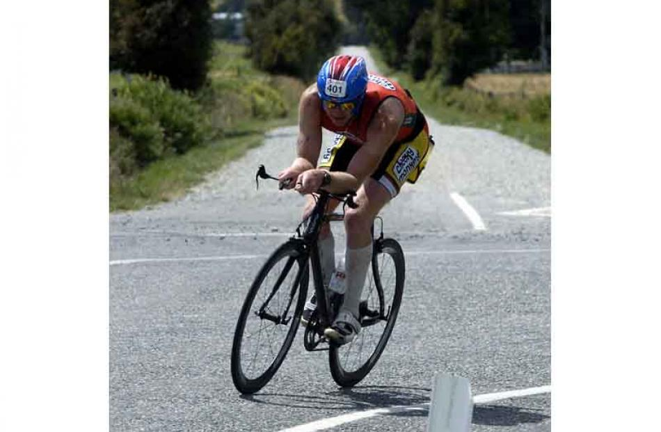 Andrew Abakhan, Christchurch, challenge individual during the cycle. Photo by Jane Dawber.