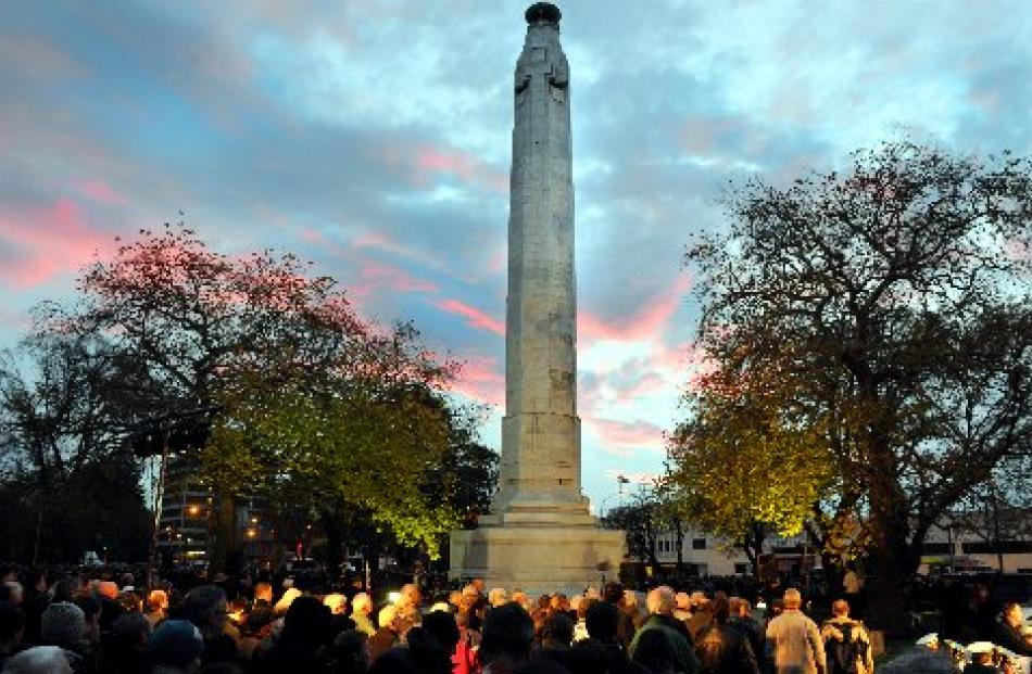The 2014 Anzac Day dawn service in the Queens Gardens. Photo by Craig Baxter