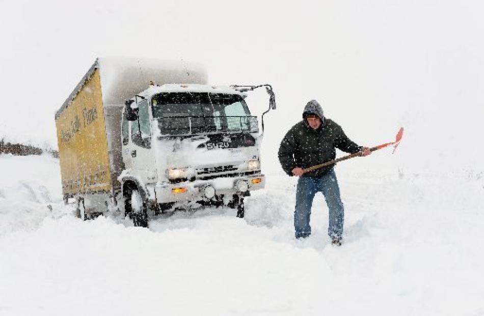'Otago Daily Times' circulation manager James Smith tries to find a way through the Pigroot snow...