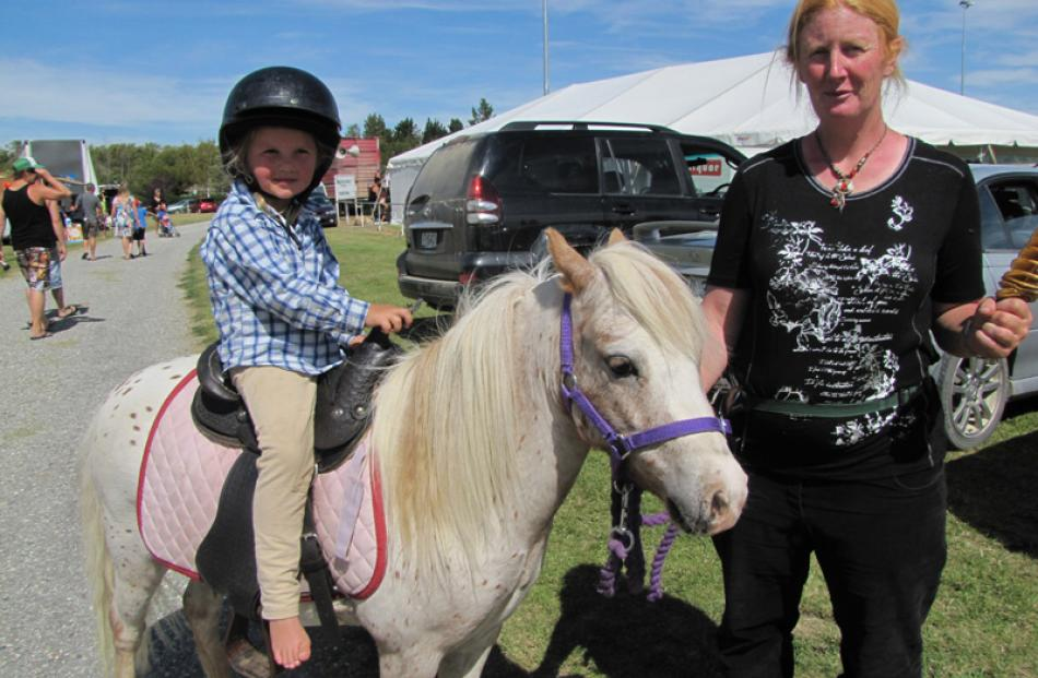 Amelia Knowles (3), of Alexandra, Tumble the horse, and Jenny Knowles, of Alexandra.