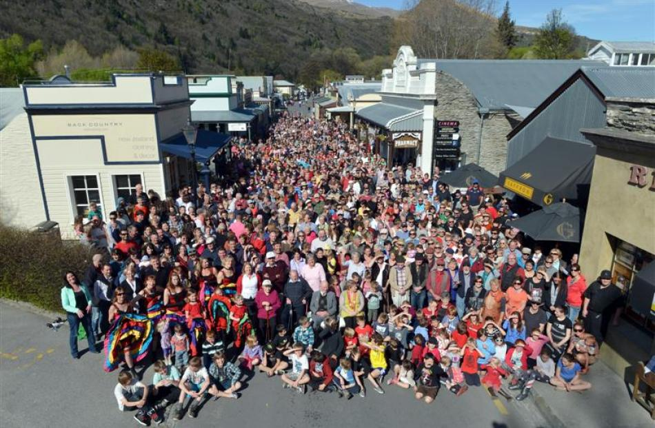An estimated 1200 people flocked to Arrowtown's main street yesterday afternoon to be part of an...