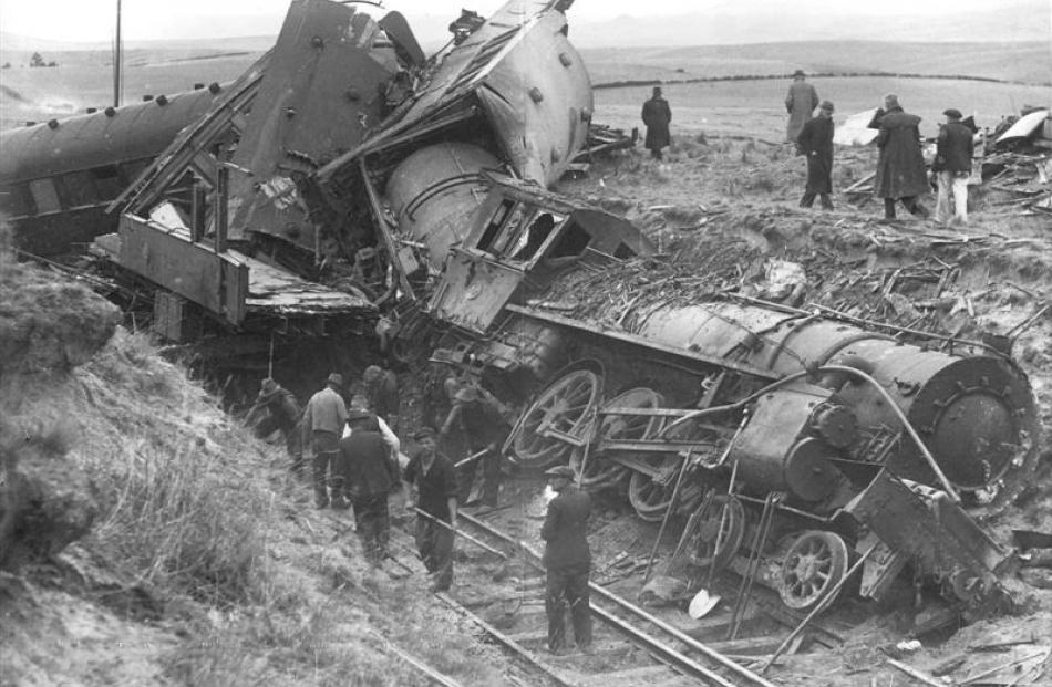 An image from the Hyde railway disaster, in which 21 people died in 1943.