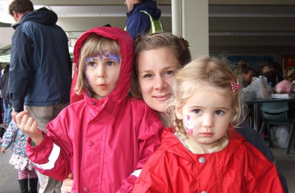 Annabelle (5), Catkin and Hazel (3) Bartlett, all of Queenstown.