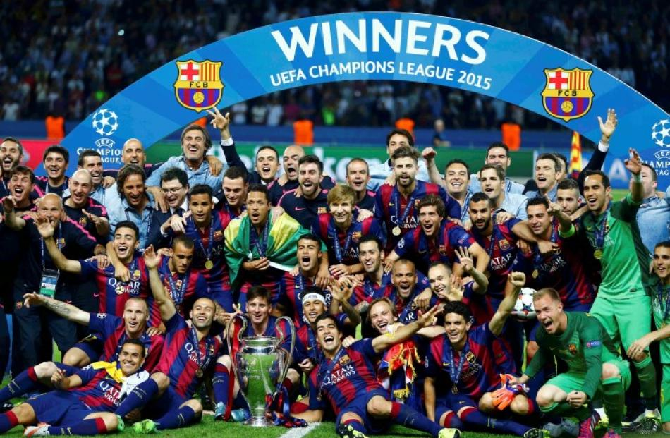 Barcelona Players Celebrate With The Trophy After Winning Champions League Final Photo