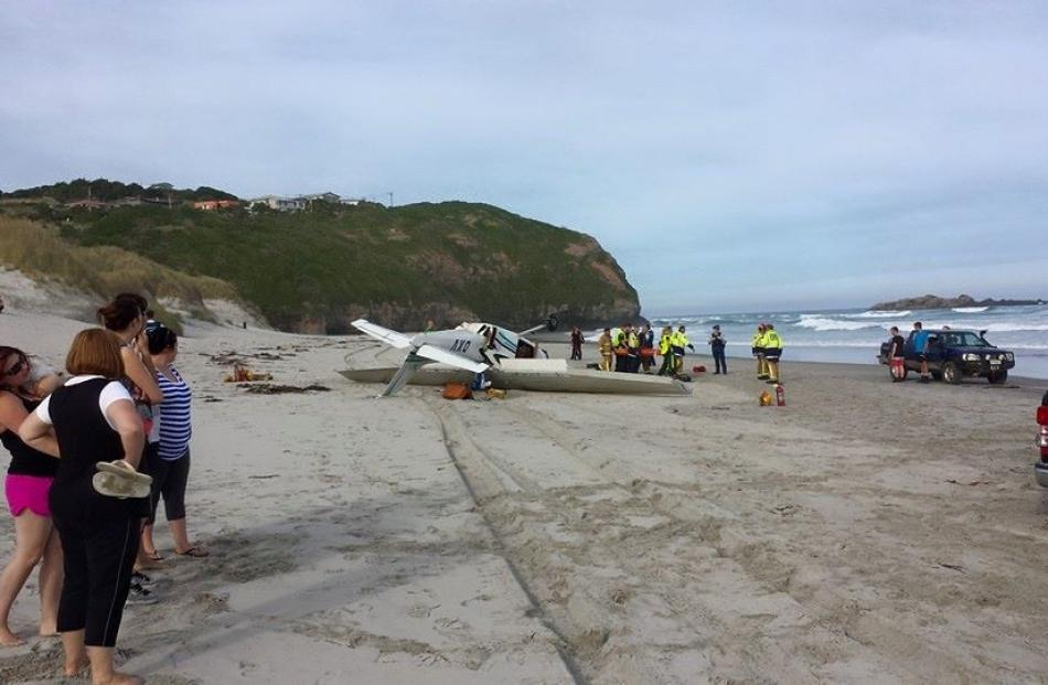 The crashed plane  on Tomahawk Beach. Photo by Brett Colley.