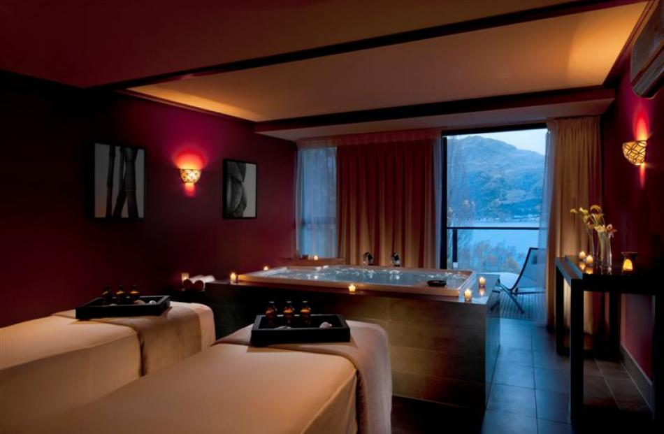 "eforea:  spa at Hilton's ""presidential suite"". Photo by Hilton Queenstown."