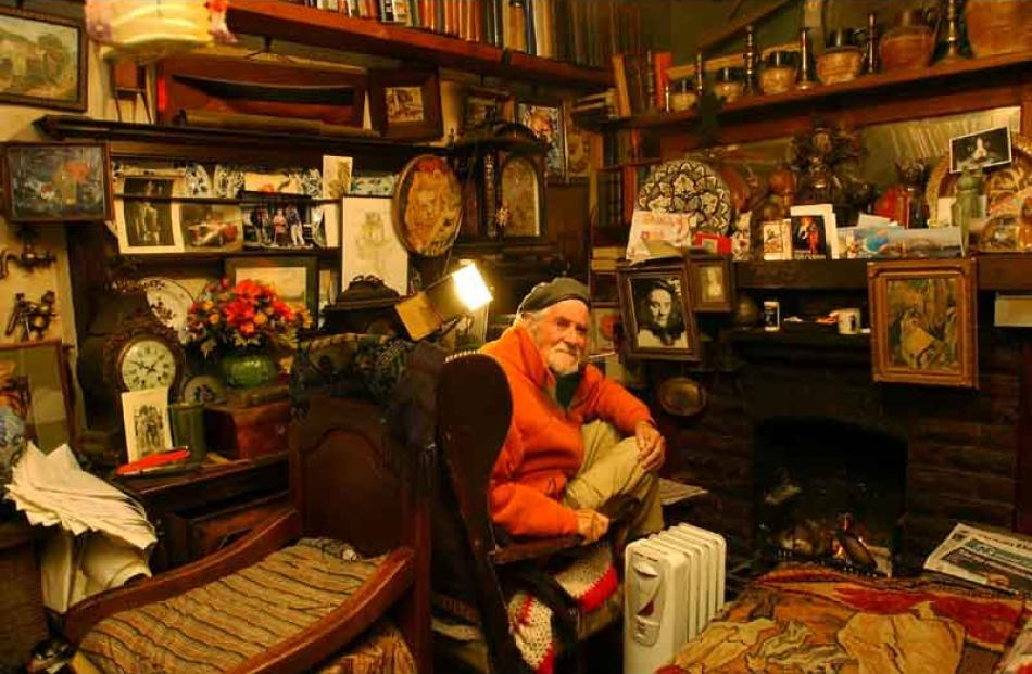 Stephen Jaquiery took this photo of Hardwicke Knight, then aged 93, at his Broad Bay home in 2005.