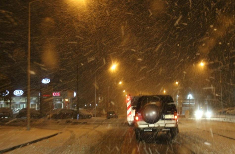 Heavy snow in Kaikorai Valley this morning. Photo by Scott and Sherie Taylor