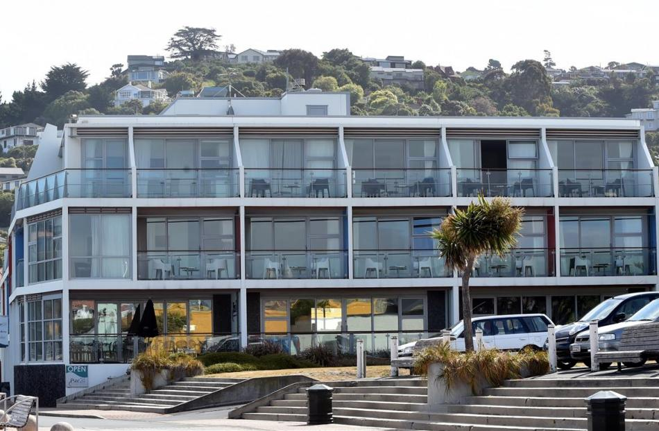 Hotel St Clair on the Esplanade, St Clair, Dunedin. Photo by Peter McIntosh.