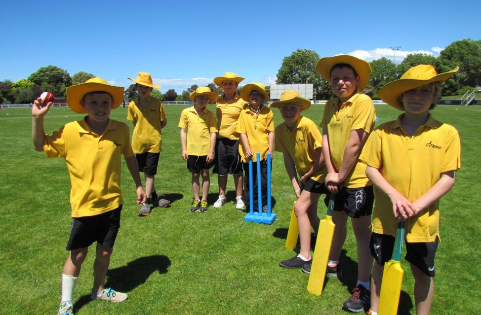Left:  Ardgowan School pupils Logan Wilson (10), left, Jason Kelly (10), back left, Zanskar...