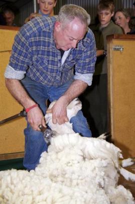 Leslie Beattie (Mahinerangi) shows his shearing prowess.