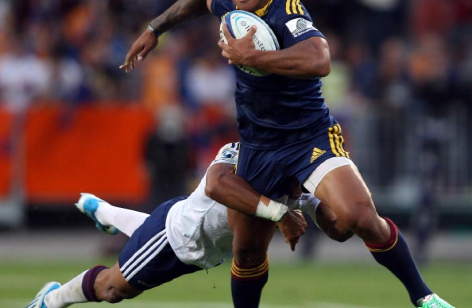 Malakai Fekitoa of the Highlanders on the attack.  (Photo by Rob Jefferies/Getty Images)