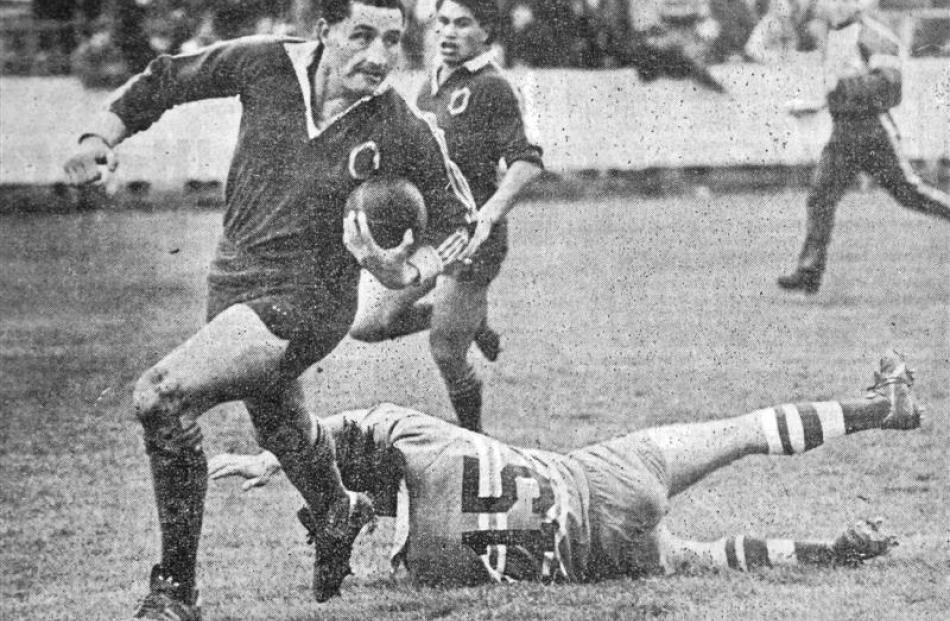 Noel Pilcher scores a try against Manawatu in 1988 at Carisbrook with Manawatu fullback Matene...