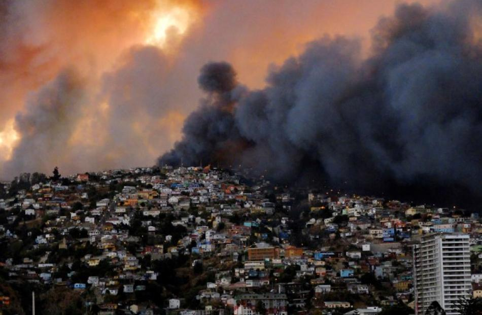 Smoke from the fire billows over Valparaiso. REUTERS/Cesar Pincheira