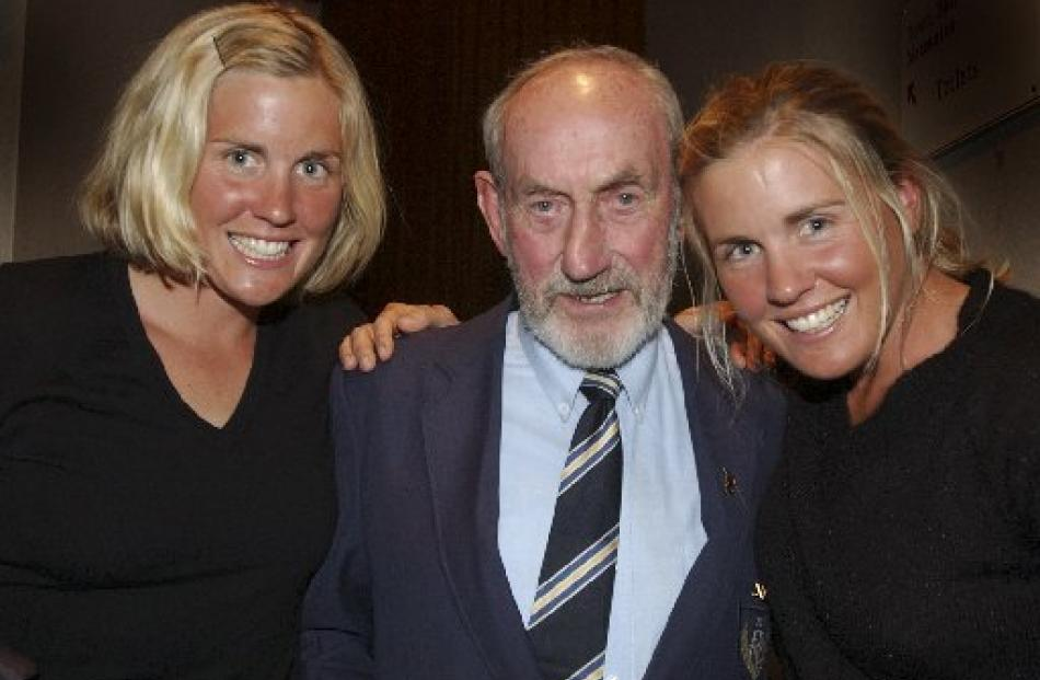 Strachan with double Olympic champions Caroline (left) and Georgina Evers-Swindell.