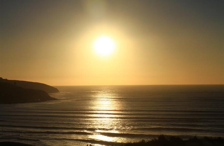 The sun sets over Ngarunui Beach. Photos by Jeff Kavanagh.