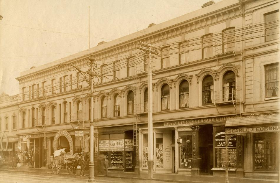 The Central Hotel in about 1907, with the entrances to the horseshoe-shaped Braithwaite's Book...