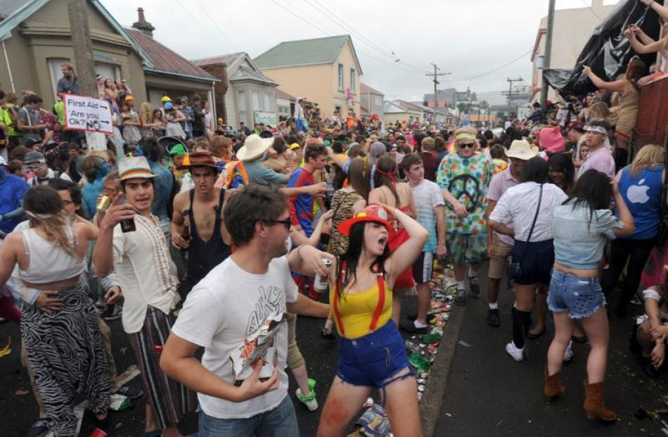 The Hyde St keg party gathers momentum  at noon  on Saturday. Photos by Craig Baxter.