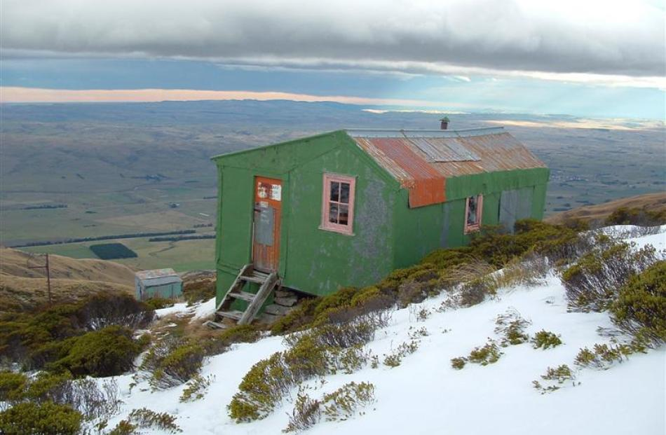 The Leaning Lodge hut. Photo by ODT.