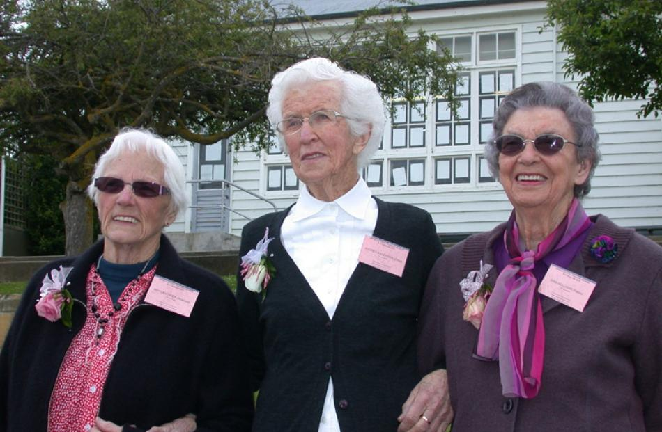The oldest former pupils (from left), May Lavender (nee Hellewell) of Oamaru (93), Audrey...