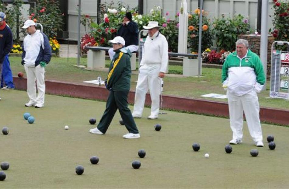 The Outram Bowls 2000 tournament at the Fairfield Bowling Club on Saturday. Photos by Craig Baxter.