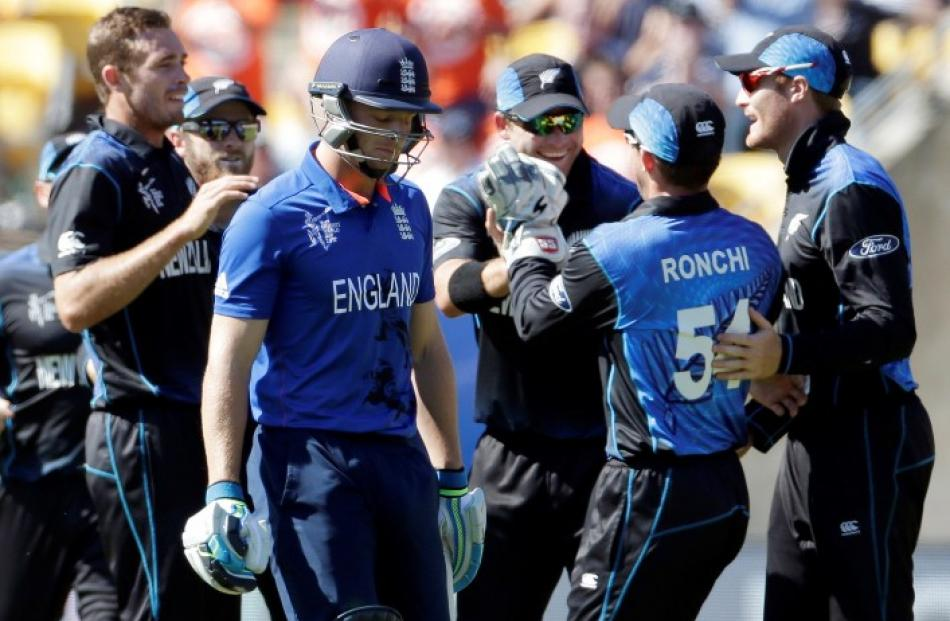 Tim Southee (L) celebrates with teammates after dismissing England's Jos Buttler (2nd L). REUTERS...